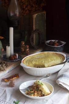 Деревенский пирог с фаршем из курицы и цветной капусты