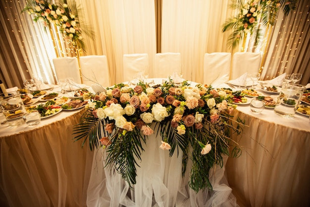 Rustic wedding decorations with flowers and light bulbs. banquet decor