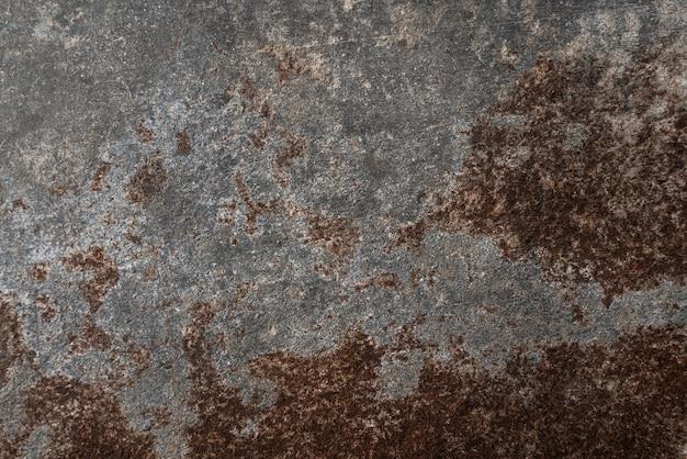 녹슨 및 손상된 금속 배경입니다. 빈티지한 그루지 질감과 짙은 회색 목탄 색상 페인트가 있는 우아한 배경 또는 오래된 칠판