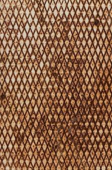Ржавый гофрированный металлический лист. промышленный гранж-фон