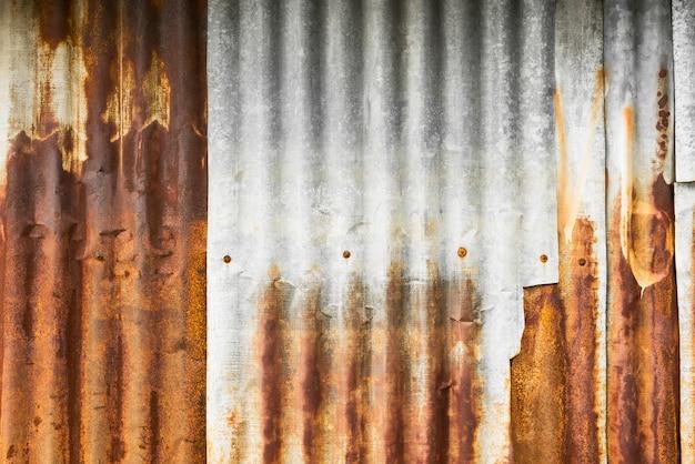 Rusty galvanized iron plate