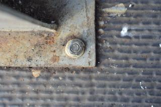 さびた金属製ボルト