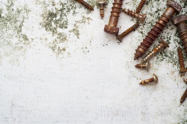 Rusty screws pattern