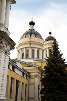 러시아 리빈스크 - 2021년 8월 21일: 변형 대성당. 스파소 프레오브라젠스키 대성당