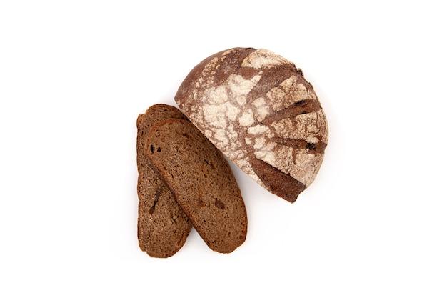 白地に細かく切ったライ麦パンの丸いパン。
