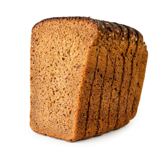 スライスしたライ麦パンをクローズアップで分離