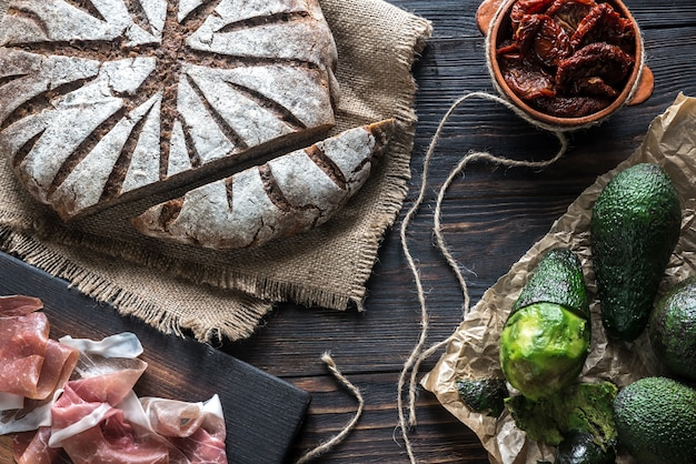 Ржаной хлеб с антипасто