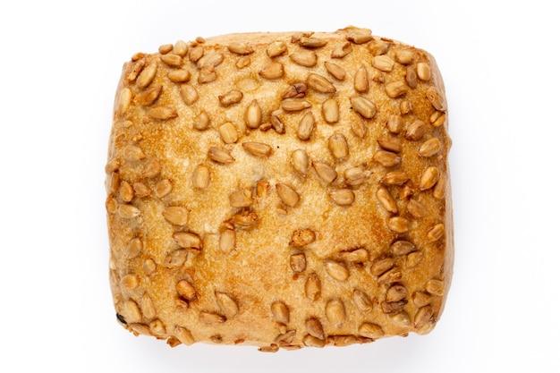 Ржаной эко хлеб на белом фоне.