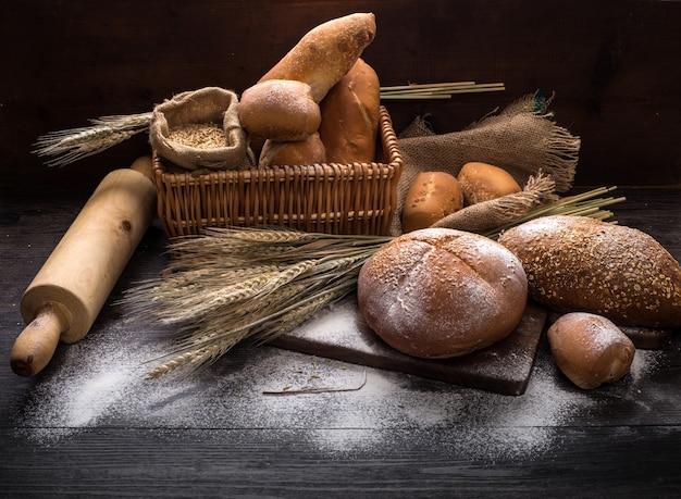 테이블에 호밀 빵
