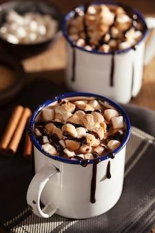 S'mores горячий шоколад мини-зефир корица зимний напиток