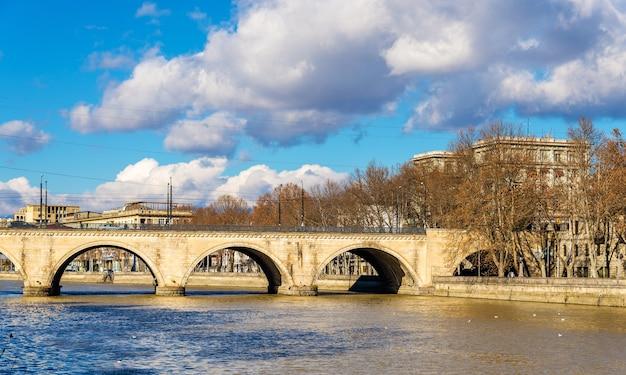 Саарбрюккен или сухой мост в тбилиси, грузия
