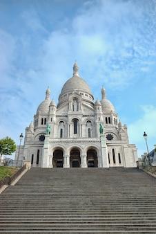 Базилика сакре-кер на монмартре в париже, франция