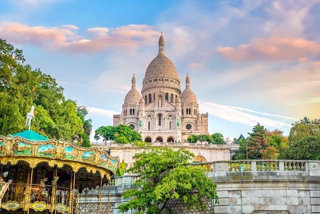 フランス、パリのモンマルトルヒルにあるサクレクール寺院