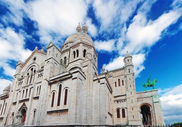 モンマルトル、パリ、フランスのサクレクール寺院。