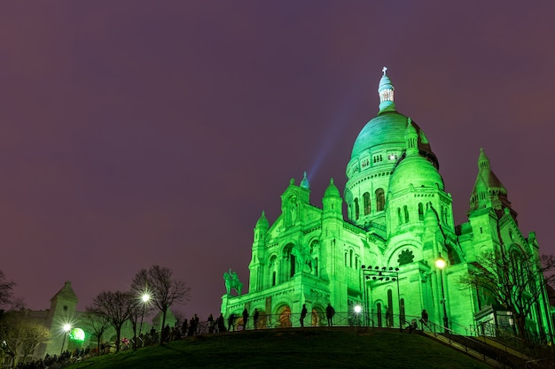Sacre coeur in montmartre, paris at night