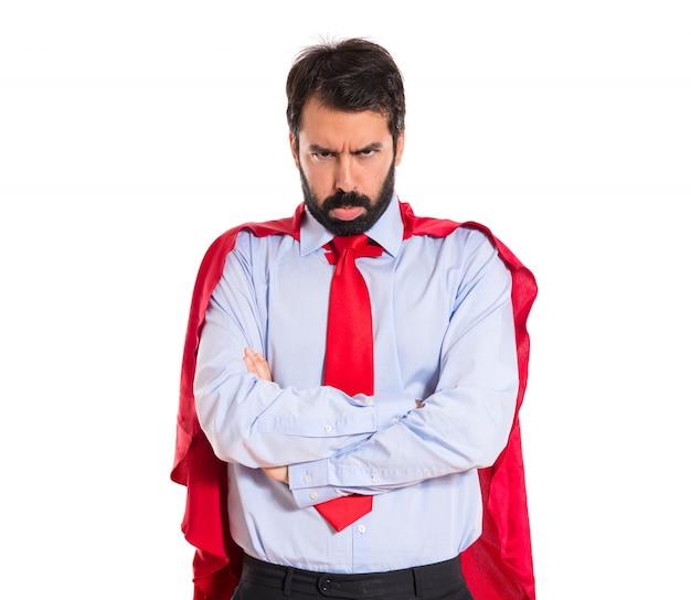 Uomo d'affari triste vestito come supereroe