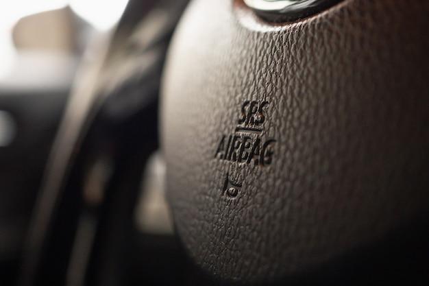 ホーンアイコン付きの車のステアリングホイールの安全エアバッグサイン
