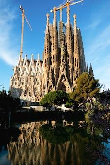 바르셀로나의 사그라 다 파밀리아 성당 프리미엄 사진