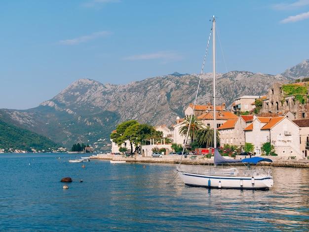 古代の町のヨット