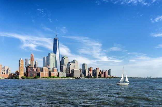 범선 및 맨해튼 스카이라인