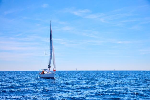 바다에서 범선입니다. 바다 경치, 경치 좋은 전망