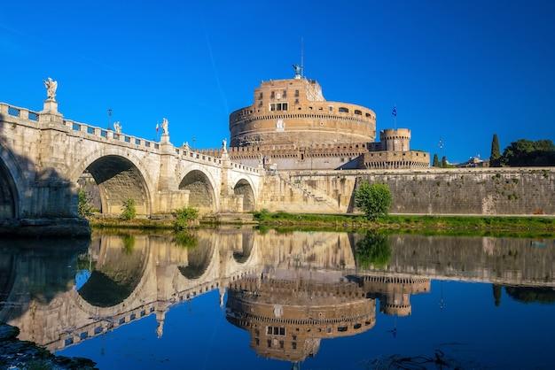 Замок святого ангела в риме, италия с bluesky