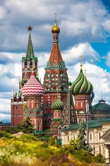 Церковь василия блаженного в москве россия вид из нового парка зарядье