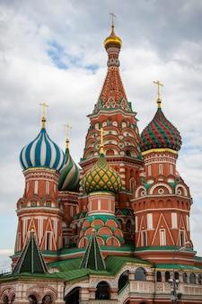 Собор василия блаженного крупным планом на красной площади в москве, россия