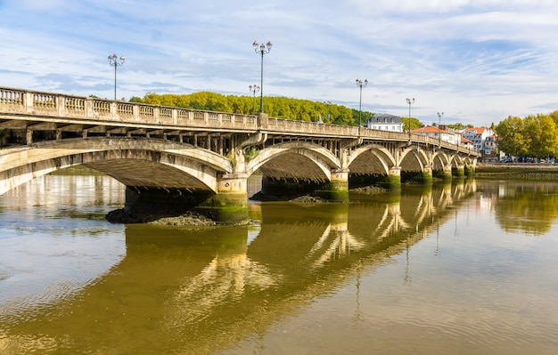 フランス、バイヨンヌの聖エスプリ橋