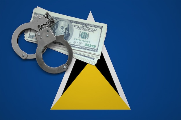 Флаг сент-люсии с наручниками и пачкой долларов. концепция нарушения закона и воровских преступлений