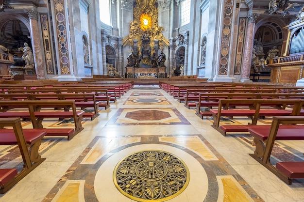 サンピエトロ大聖堂、ローマのバチカン州:ベルニーニ聖霊鳩を背景にしたインテリア