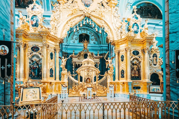 Санкт-петербург, россия - 05 ноября 2019 г .: петропавловская крепость внутри, гробницы русских царей. санкт-петербург.