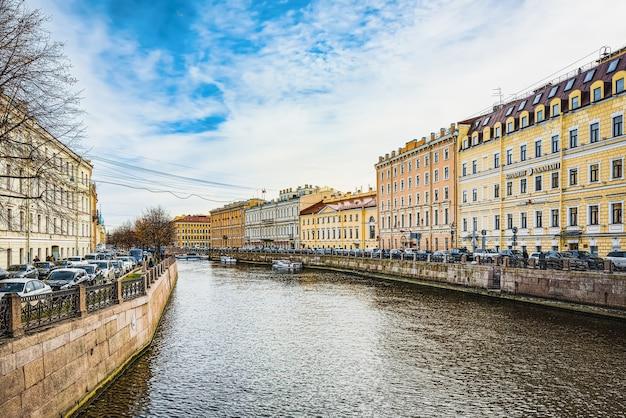 Санкт-петербург, россия - 06 ноября 2019 г .: канал грибобедова. городской вид санкт-петербурга. россия.