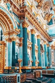 Санкт-петербург, россия - 07 ноября 2019 г .: внутри исаакиевского собора - величайшее архитектурное творение. санкт-петербург.