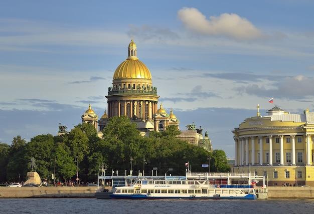 Санкт-петербург россия09032020 сенатская площадь на неве здание сената