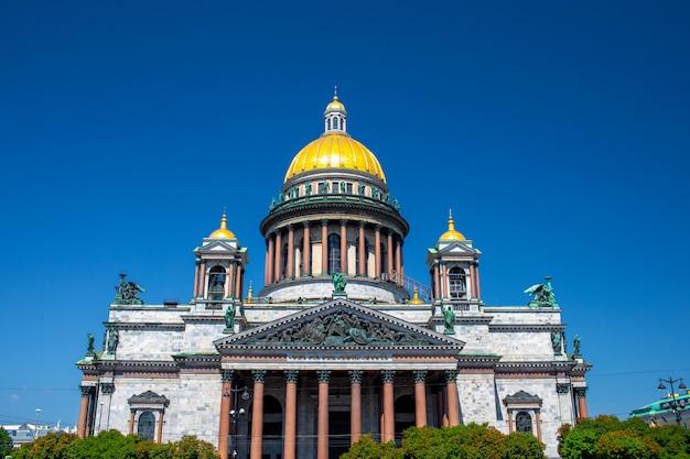 セントピーターズバーグ。聖イサアク大聖堂。ピーターズバーグの博物館。聖イサアク広場。サンクトペテルブルクの夏。ロシア。