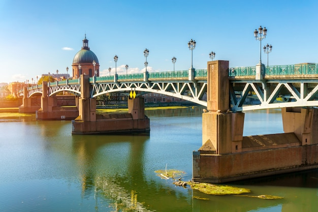 The saint-pierre bridge passes over the garonne in toulouse