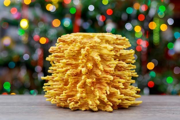 Сакотис новогодняя елка и веселый новогодний фон