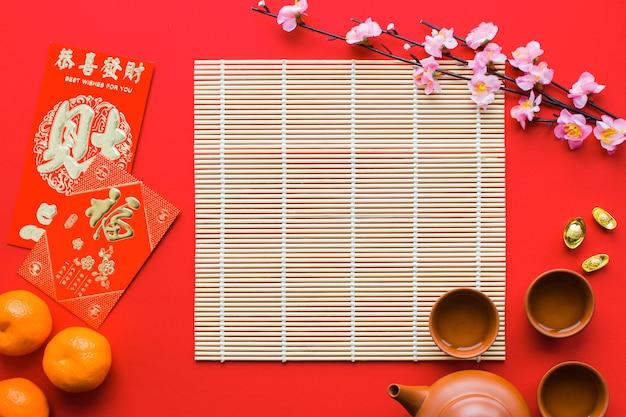 Filiale di sakura vicino alla cerimonia del tè
