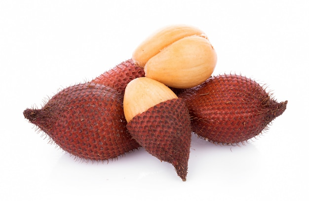 Салак фруктовый, salacca zalacca изолированный