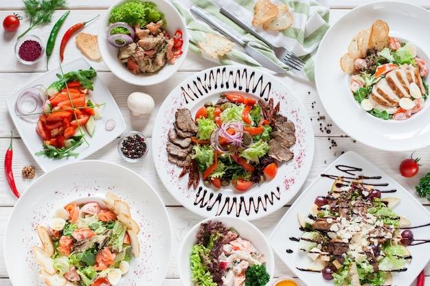 Салат мясо теплый шведский стол меню ресторане банкет партии празднование концепции