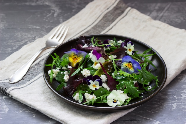 Salad of pansies and herbs seasoned with vegetable oil, lemon juice and spices.