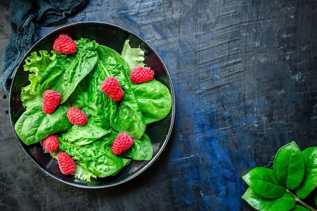 Salad raspberries