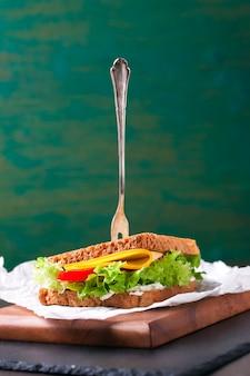 Салат бутерброд с сыром