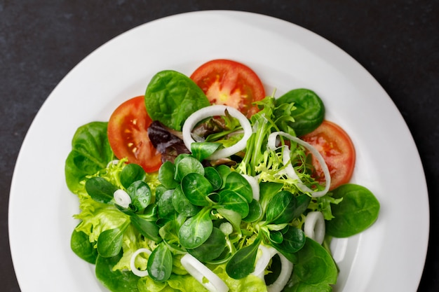Salad of tomato, onion, lettuce, canon and chard