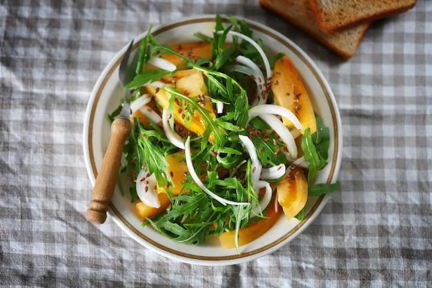 ルッコラと黄色いトマトのサラダ