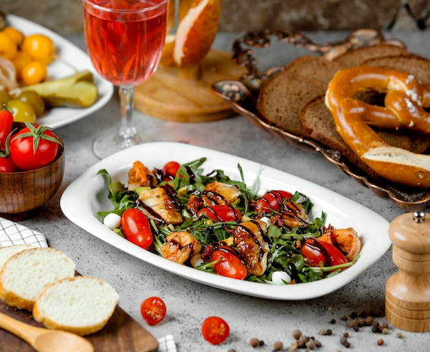 Salad with bagel and juice