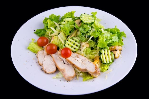 건강한 다이어트를 위한 구운 닭가슴살 샐러드