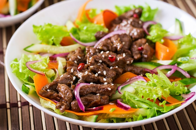 Salad with beef teriyaki