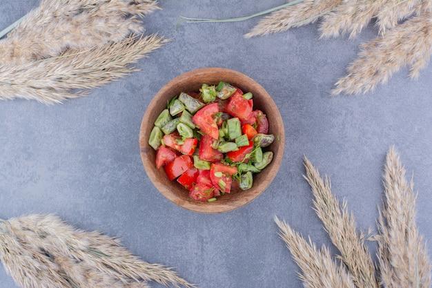 トマトのみじん切りとインゲンのサラダ